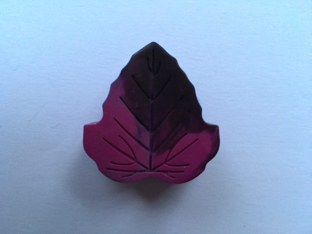 purple leaf-shaped crayon